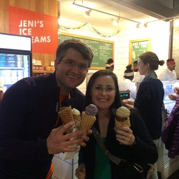 Das Foto wurde bei Jeni's Splendid Ice Creams von Ryan am 11/12/2016 aufgenommen
