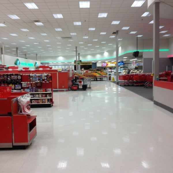Supertarget Big Box Store In Overland Station