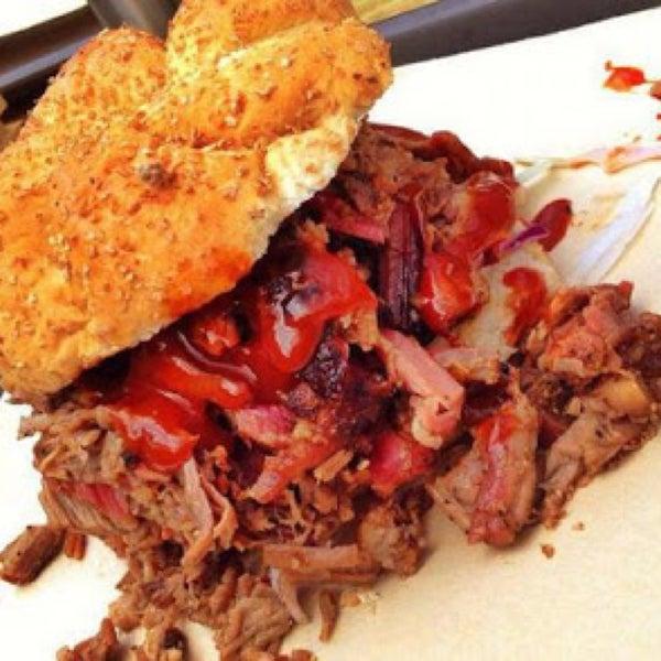 Foto tomada en Pinche Gringo BBQ Patio por Raul G. el 2/7/2015