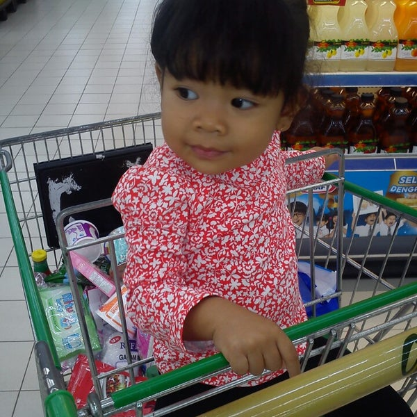 Photo taken at Giant Hypermarket by Budiansyah on 7/27/2013