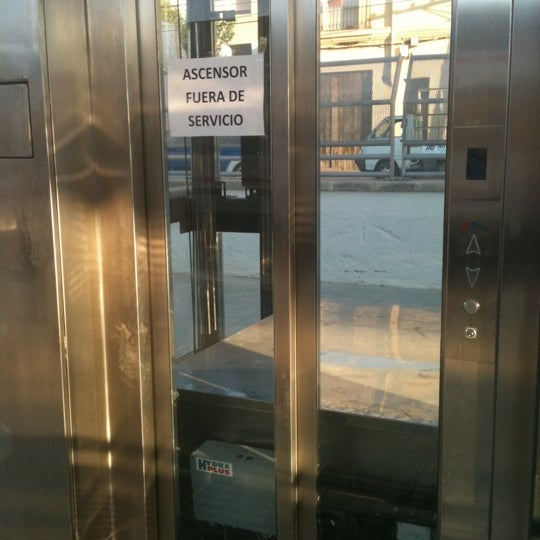 2 mese despues de acabar las obras los ascensores no funcionan