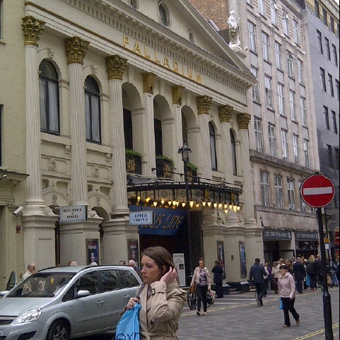Foto scattata a The London Palladium da Gemma C. il 5/8/2013