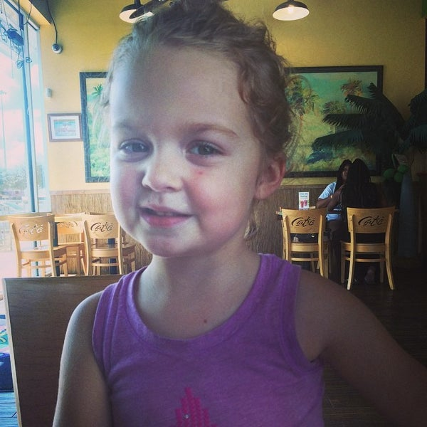 Photo taken at Tropical Smoothie Cafe by Knobb J. on 9/16/2014