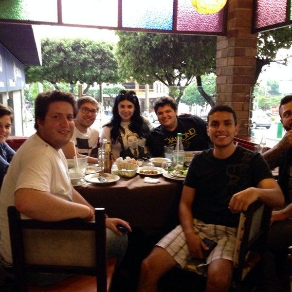 Foto tomada en Restaurante Tony por Silvia V. el 3/23/2014
