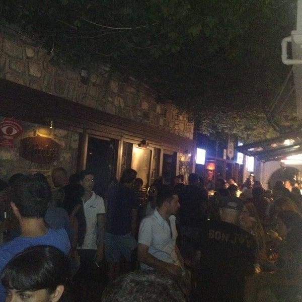 รูปภาพถ่ายที่ Körfez Bar โดย Ayhan Ç. เมื่อ 8/7/2013