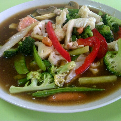 Photo taken at Restoran Victory by ChuN L. on 4/28/2013