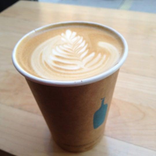 Снимок сделан в Blue Bottle Coffee пользователем Christine A. 11/16/2012