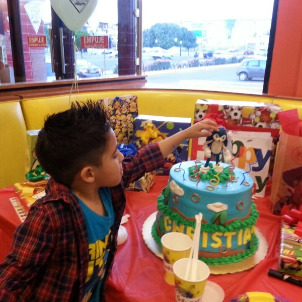 Photo taken at Peter Piper Pizza by Irma Susana M. on 3/22/2014