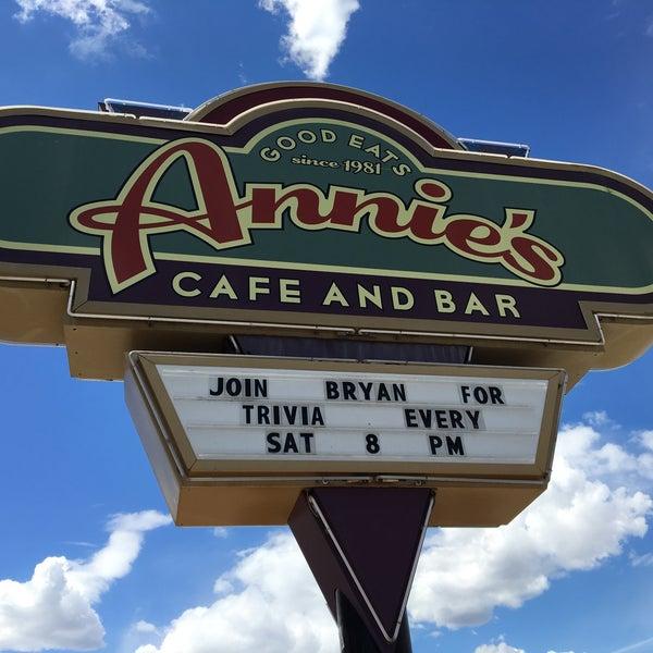 Снимок сделан в Annie's Cafe & Bar пользователем Bryan B. 4/12/2016
