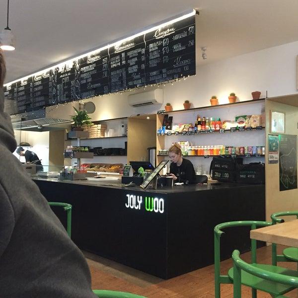 Снимок сделан в Joly Woo Стрит-фуд кафе вьетнамской кухни пользователем Qwerty 1/2/2018