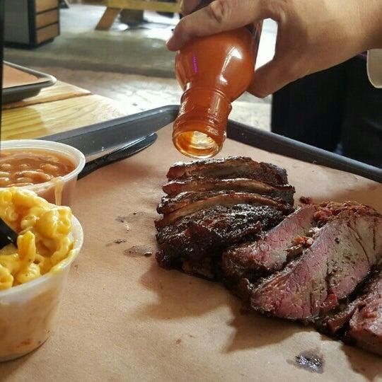 Foto tomada en Pinche Gringo BBQ Patio por Nat M. el 9/13/2015
