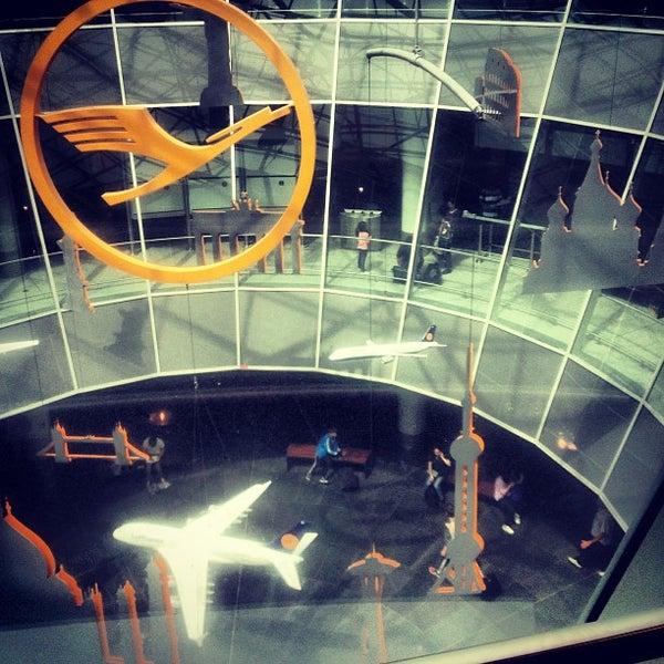 Das Foto wurde bei Frankfurt Airport (FRA) von lafée_verte am 7/25/2013 aufgenommen