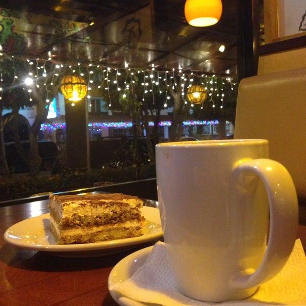 Foto tomada en Rico's Café Zona Dorada por Ale H. el 11/30/2014
