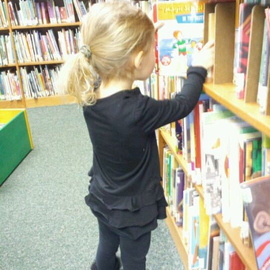Photo taken at Chicago Public Library by Marizza R. on 1/24/2012