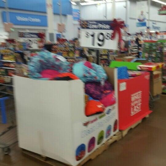 Снимок сделан в Walmart Supercenter пользователем Eni O. 12/12/2015