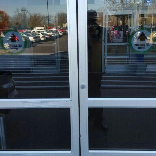 Снимок сделан в Walmart Supercenter пользователем Eni O. 11/16/2015