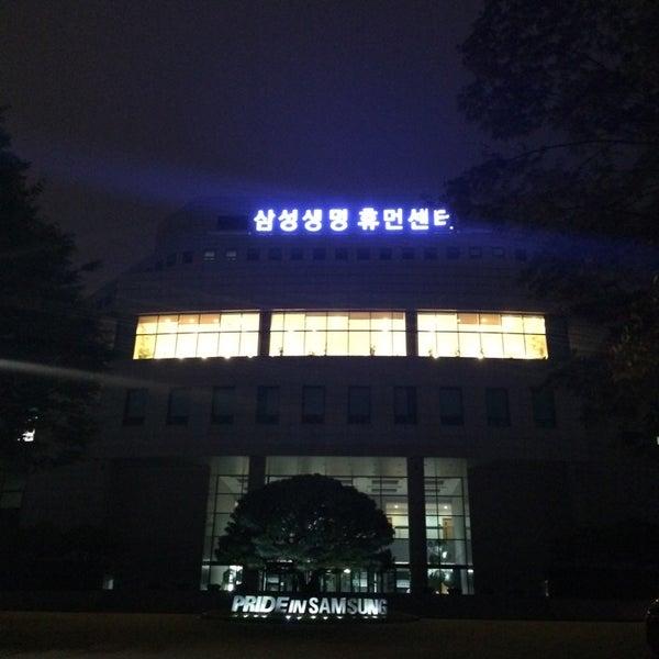 Photo taken at 삼성생명 휴먼센터 by Grace P. on 10/1/2014