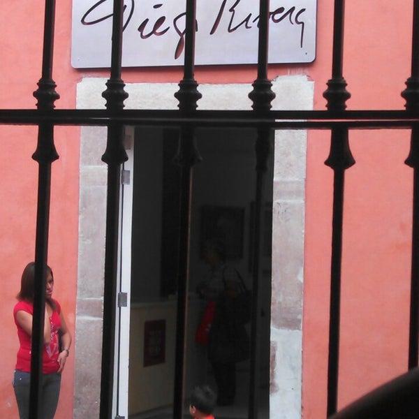 Foto tomada en El Mesón de los Poetas por Alejandro M. el 4/26/2013