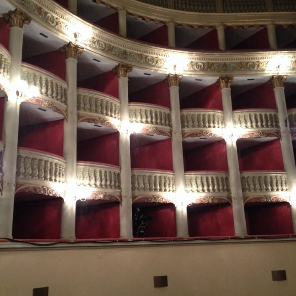 Das Foto wurde bei Teatro Metastasio von Beatrice G. am 3/26/2015 aufgenommen