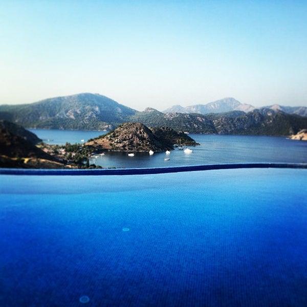 รูปภาพถ่ายที่ Loca Hotel โดย Şermin เมื่อ 7/15/2013
