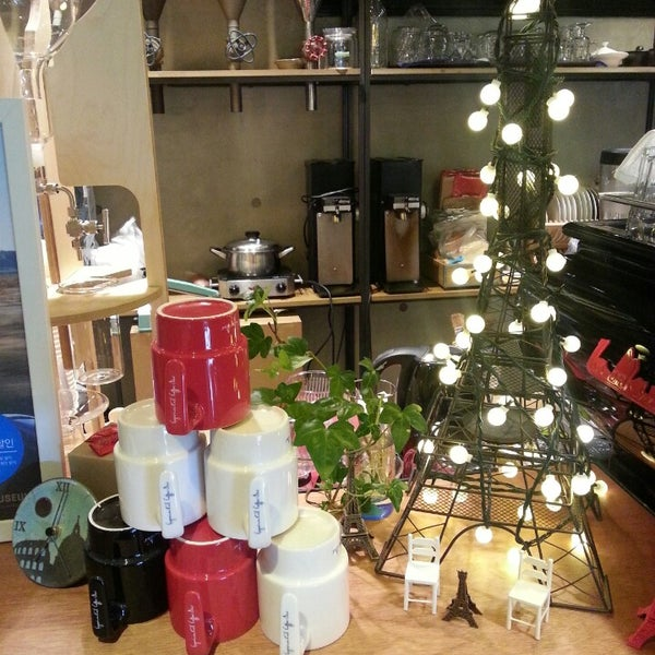 12/24/2013에 Youngmi B.님이 Experimental Coffee Bar by SAANG에서 찍은 사진