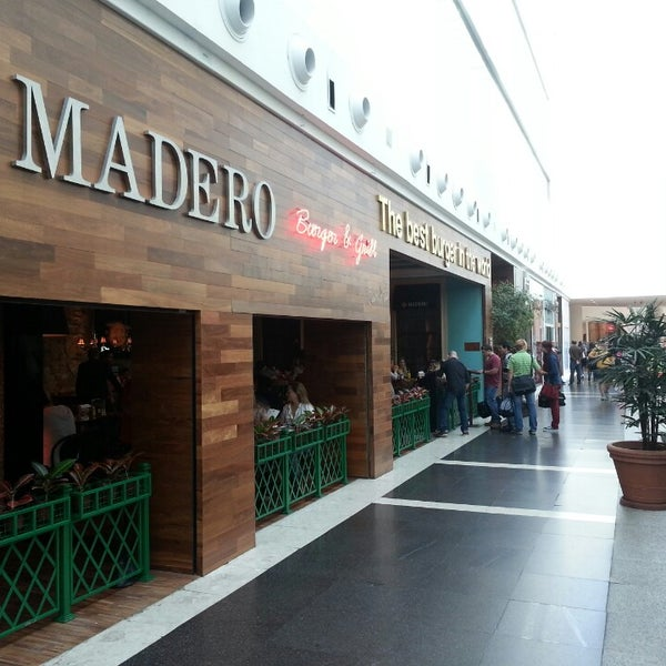 Photo taken at Madero Burger & Grill by Marcio R. on 4/26/2013