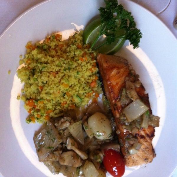 Foto tirada no(a) Zeffiro Restaurante por Biss L. em 3/29/2013
