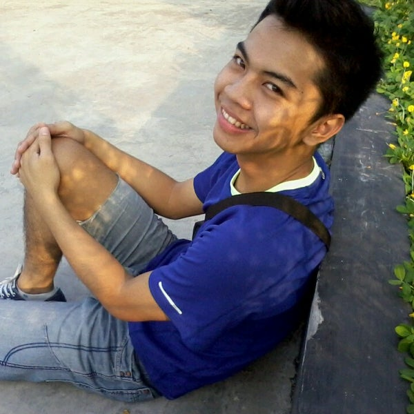 Photo taken at Outlet Biru by Arie G. on 5/10/2013