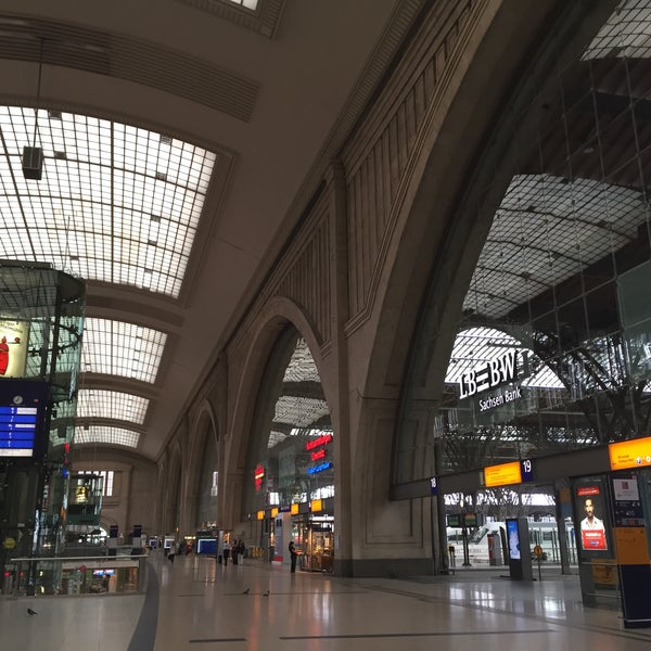 Das Foto wurde bei Promenaden Hauptbahnhof Leipzig von Jumbo T. am 7/27/2015 aufgenommen