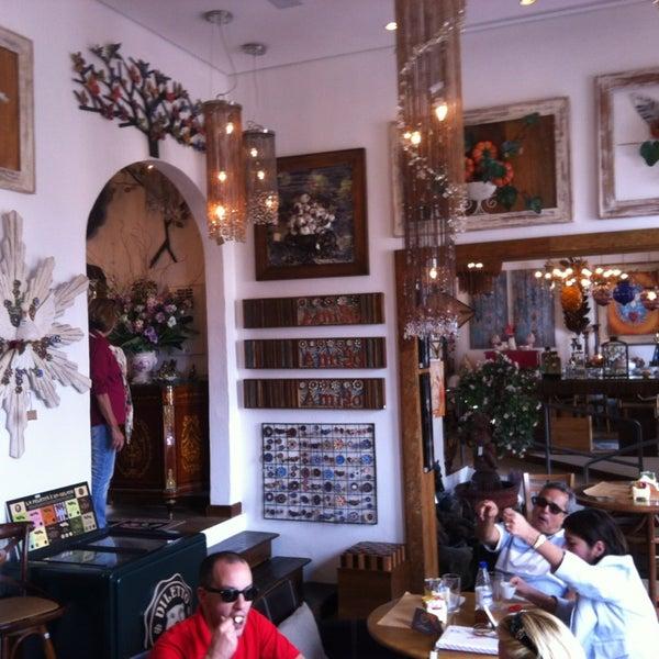 Ótimo café ( Octavio), bons salgadinhos e sobremesas num local muito gostoso