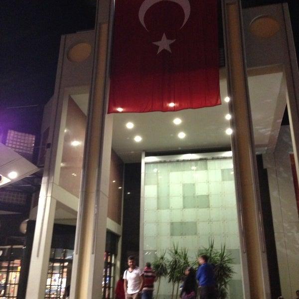 10/29/2013 tarihinde Caner A.ziyaretçi tarafından Antalya Migros AVM'de çekilen fotoğraf