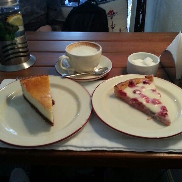 Снимок сделан в Cafeletto пользователем Ksenya G. 4/22/2013