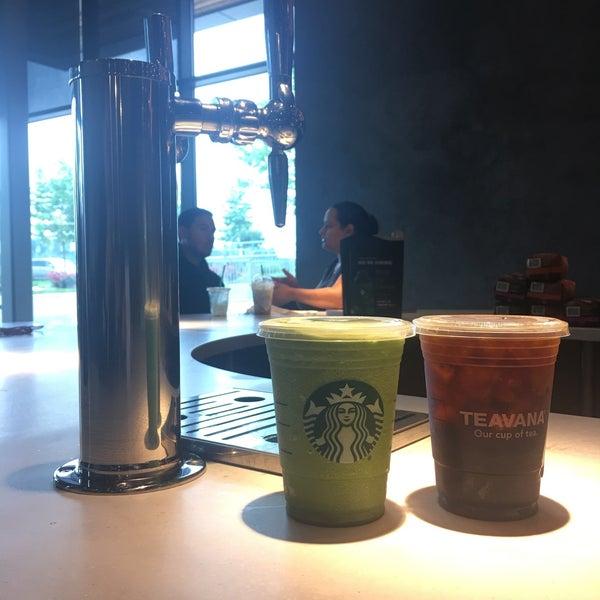 Das Foto wurde bei Starbucks von 🔮Lukkaew L. am 5/27/2017 aufgenommen