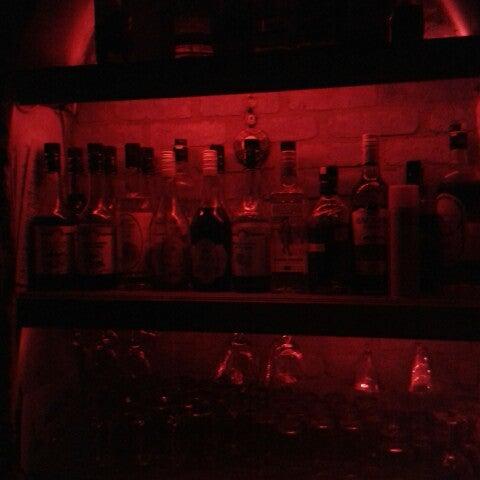 รูปภาพถ่ายที่ Körfez Bar โดย Ünsal K. เมื่อ 8/16/2014