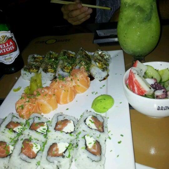 Foto tirada no(a) Brava Sushi por TaTi K. em 3/8/2012