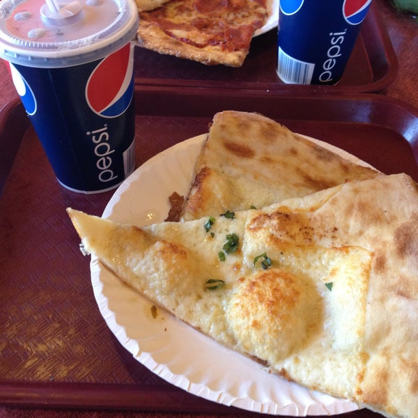Photo taken at Zeffiro New York Pizza by Alice D. on 4/26/2013