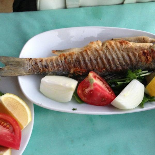7/8/2013 tarihinde Tuba❄ &.ziyaretçi tarafından Cunda Deniz Restaurant'de çekilen fotoğraf