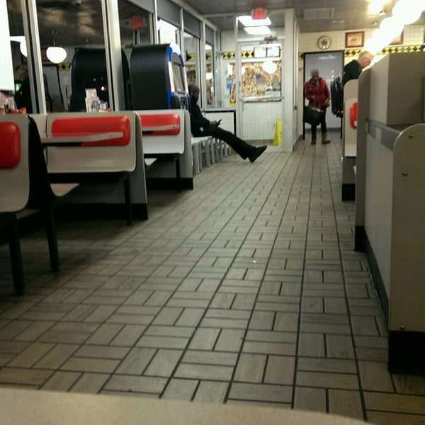 Photo taken at Waffle House by John N. on 12/6/2016