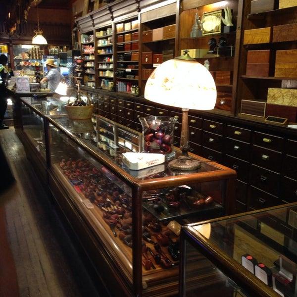 Photo prise au Georgetown Tobacco par Kaan U. le4/11/2014