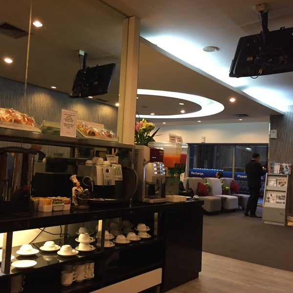 Photo taken at Citibank Lounge by Ferds F. on 1/26/2015