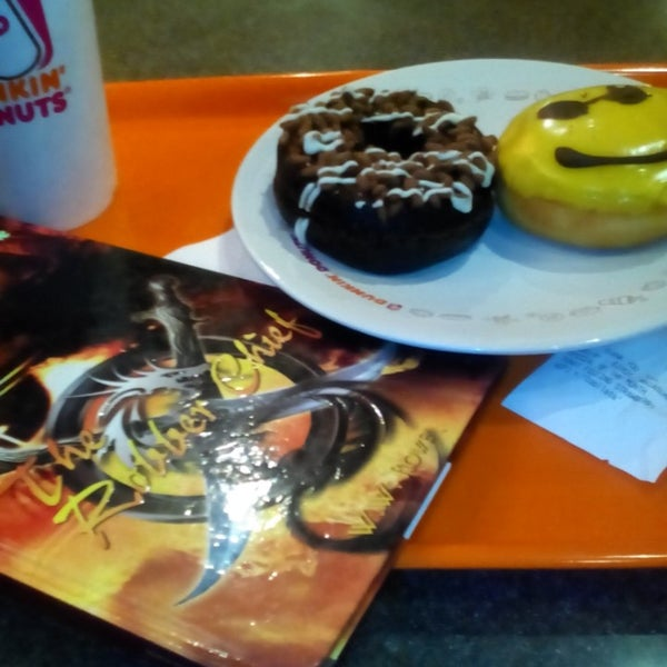 Photo taken at Dunkin' Donuts by Shirly C. on 8/26/2014