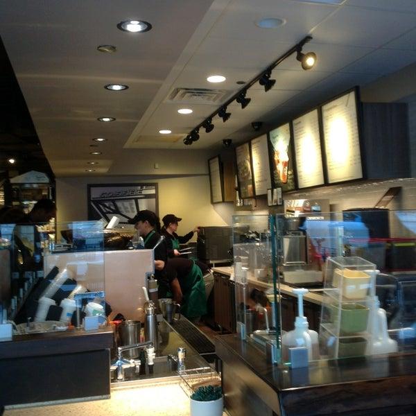 Photo taken at Starbucks by Solange W. on 5/13/2013