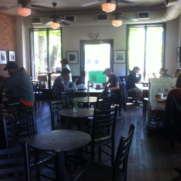 Foto tirada no(a) Big Bear Cafe por Lynn N. em 5/4/2013