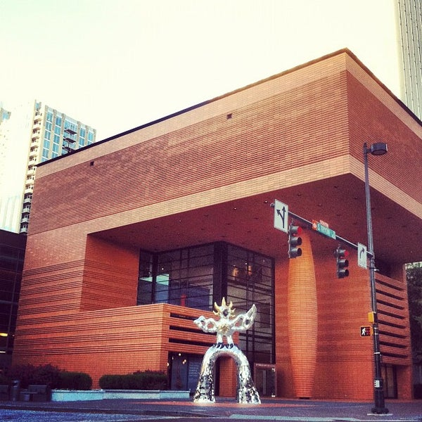 Photo taken at Bechtler Museum of Modern Art by Birch Co on 10/25/2012
