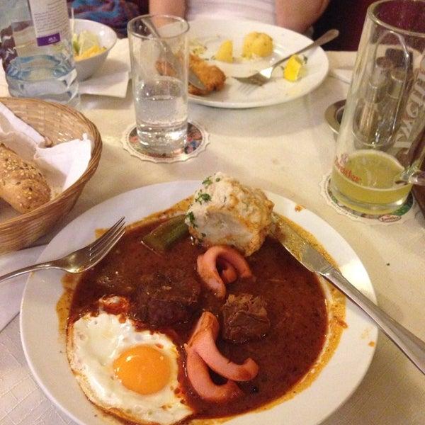 Теперь я знаю, где в Вене лучшая кухня: гуляш, венский шницель - божественные! Буду еще в Вене, обязательно загляну сюда! Порции большие и цены очень приемлемые!