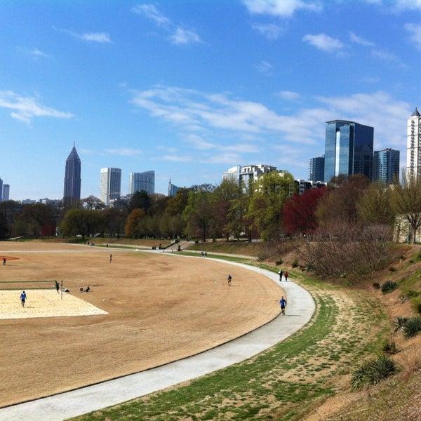 รูปภาพถ่ายที่ Piedmont Park โดย benjamin เมื่อ 3/30/2013