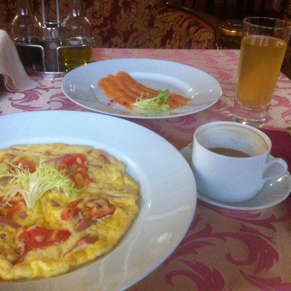 Прекрасный отель. Внимательный персонал, впечатляющий интерьер. Завтрак по меню, и если вы торопитесь утром, лучше заказать заранее ко времени (я не заказал и завтракал почти 2 часа),но кормят вкусно!