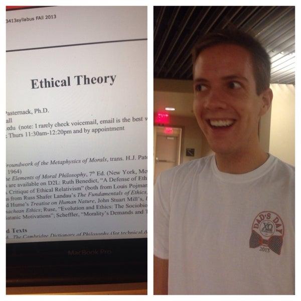 10/15/2013 tarihinde Matt C.ziyaretçi tarafından Classroom Building'de çekilen fotoğraf