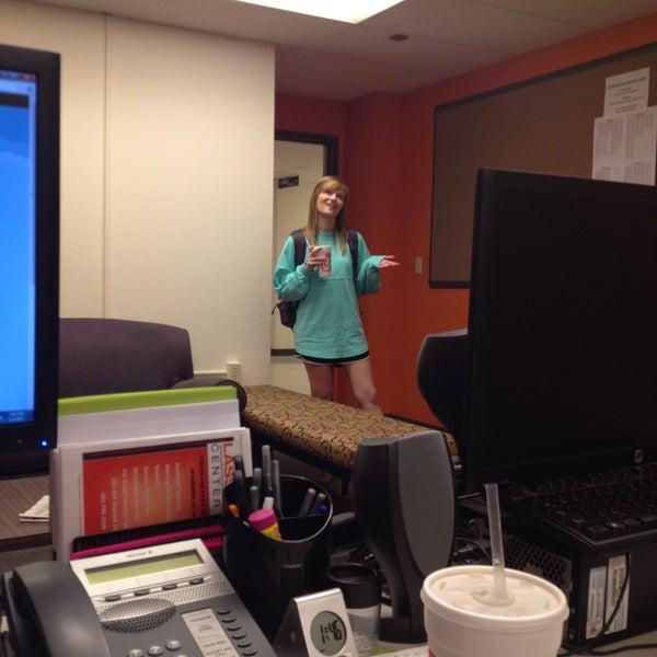 5/1/2013 tarihinde Matt C.ziyaretçi tarafından Classroom Building'de çekilen fotoğraf