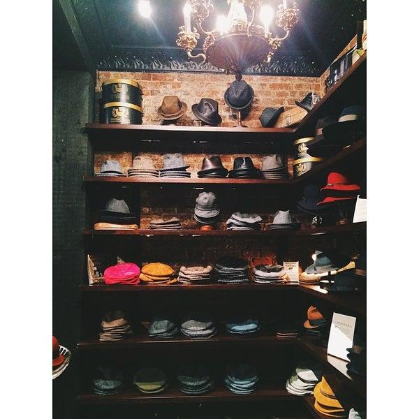 Снимок сделан в Goorin Bros. Hat Shop - West Village пользователем Emily L. 11/24/2014